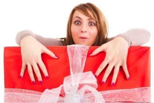 женщина и подарок